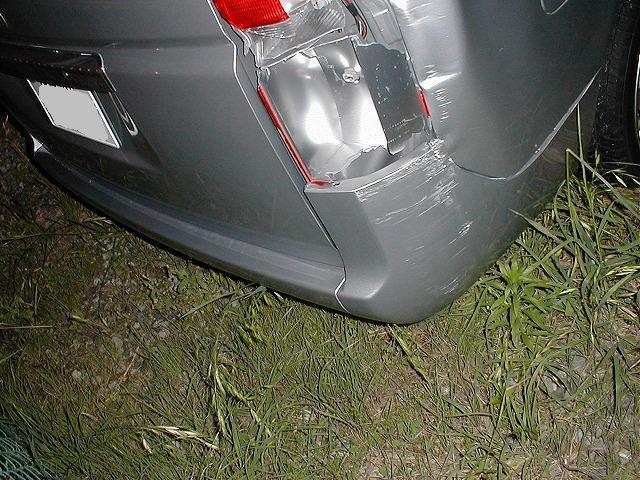 ミニバン特有のこの様な事故も交換せず修理しましょう♪