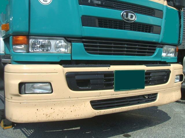 長距離トラックドライバーの見方♪ 飛び石錆の補修。