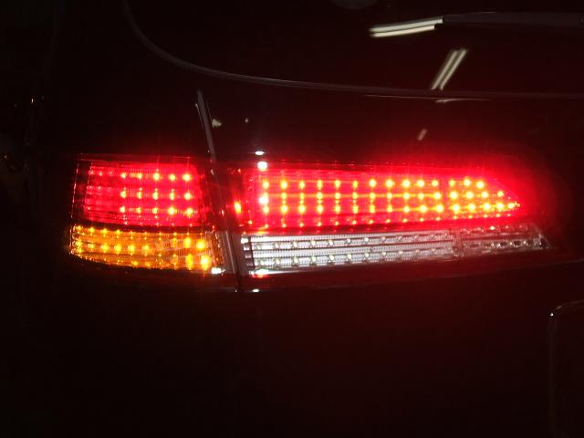 エリシオンのLEDテールランプの施工例。他車種ワンオフ施工致します。