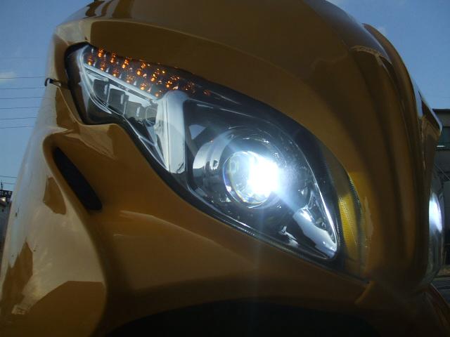 バイクのライトの HID化も、LED電飾も、お任せ下さいませ♪