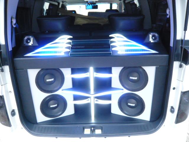 E51エルグランド トランクオーディオ LED