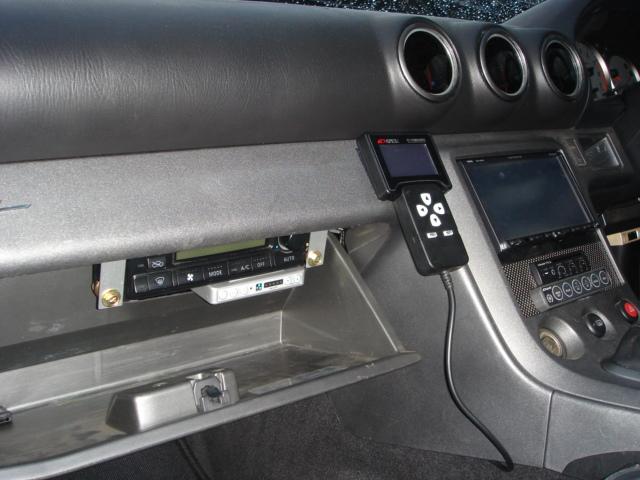 エアコンパネルはグローブボックス内に加工取り付けさせて頂きました