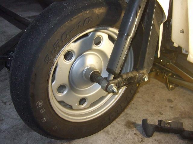 ツルツルのタイヤです。