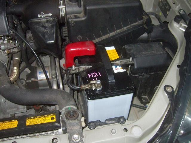 バッテリーも液量を点検しておきます。
