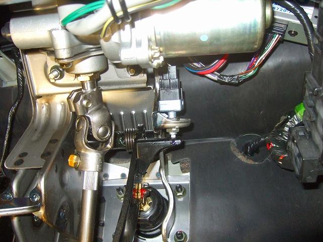 ペダルの通電を点検します。