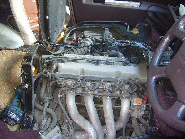 カバーを外しエンジンを確認
