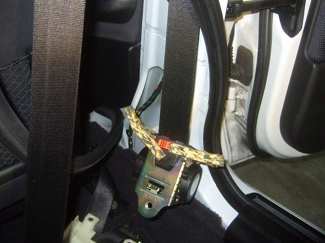 シートベルトの巻き取り点検 内張りを外します。