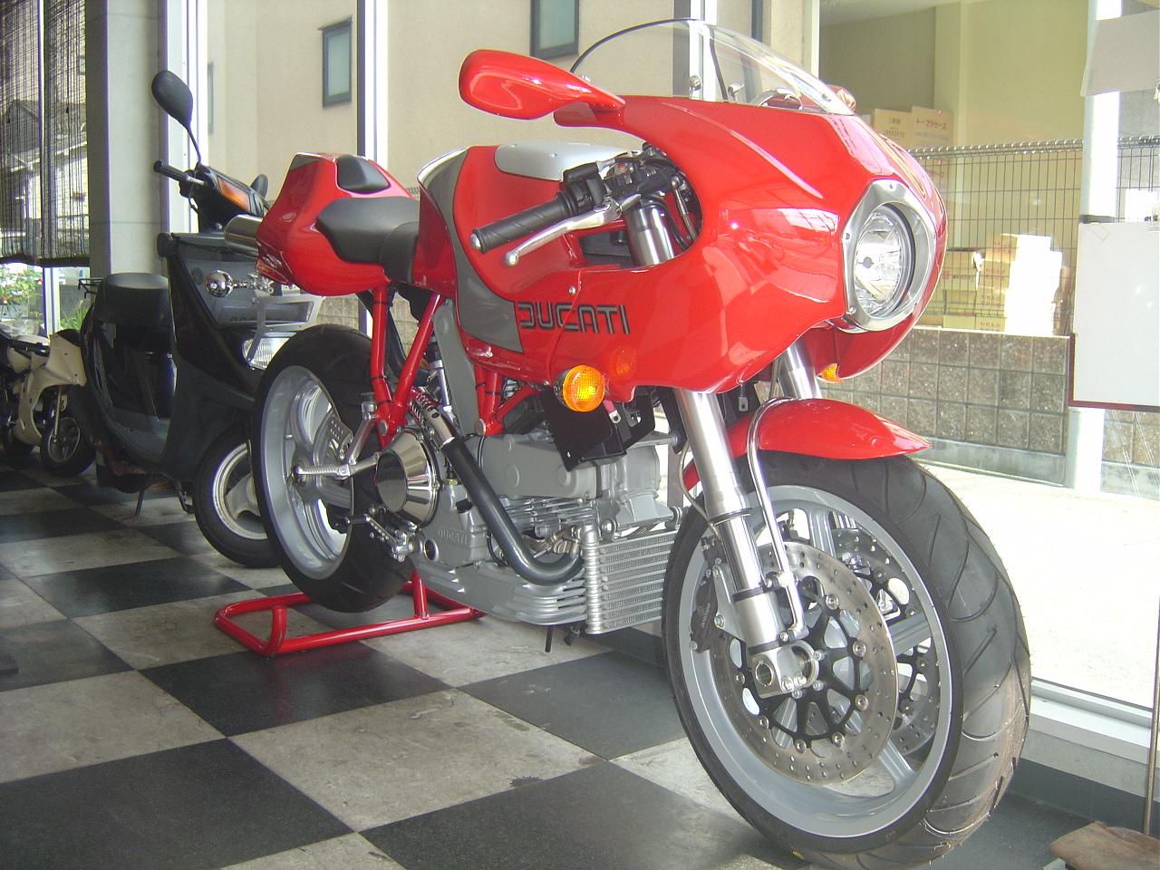 ドカティmh900e