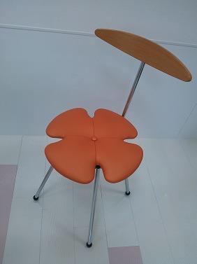 花の形の椅子