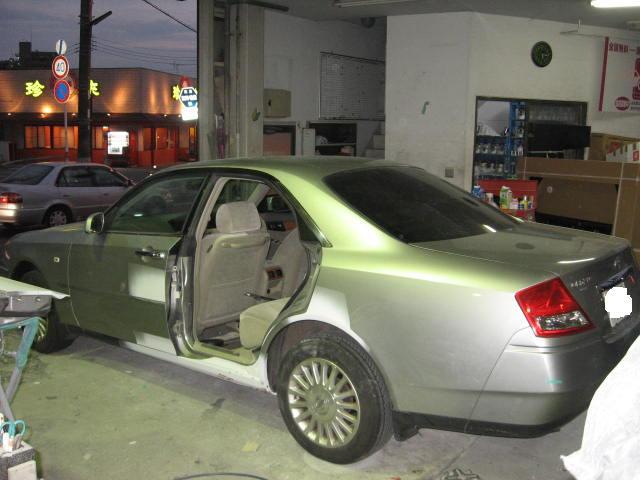 日産 セドリック フロントバンパー交換&左側面板金塗装修理