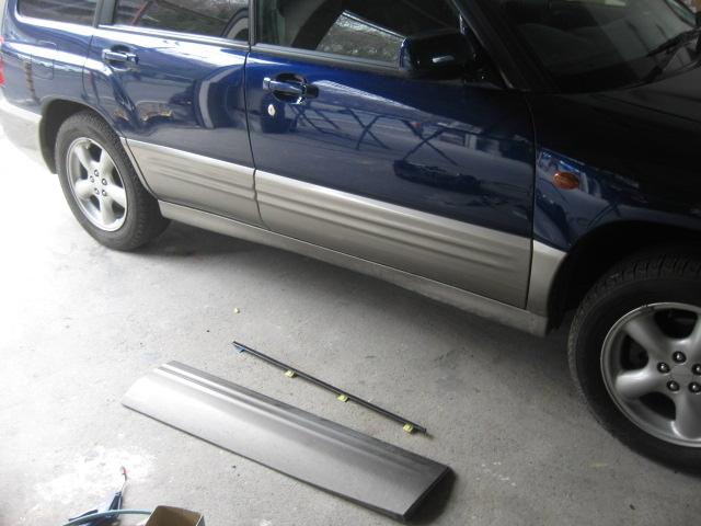 スバル フォレスター フロントドアヘコミ板金塗装修理