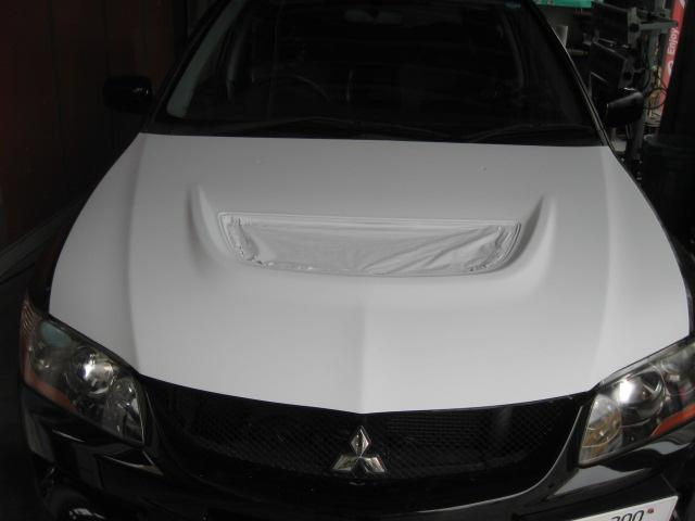 ミツビシ ランサーエボリューション�Z フードボンネット塗装不良状態の修理塗装 鈑金