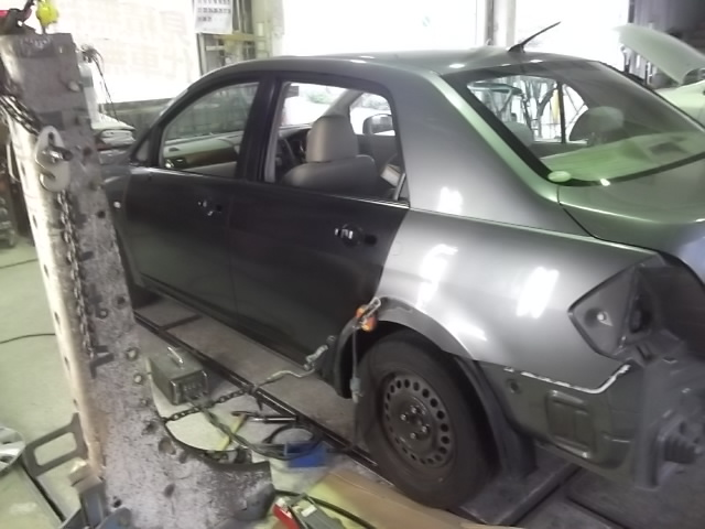 ニッサンティーダラティオ板金塗装修理ドア交換バンパー交換修理塗装