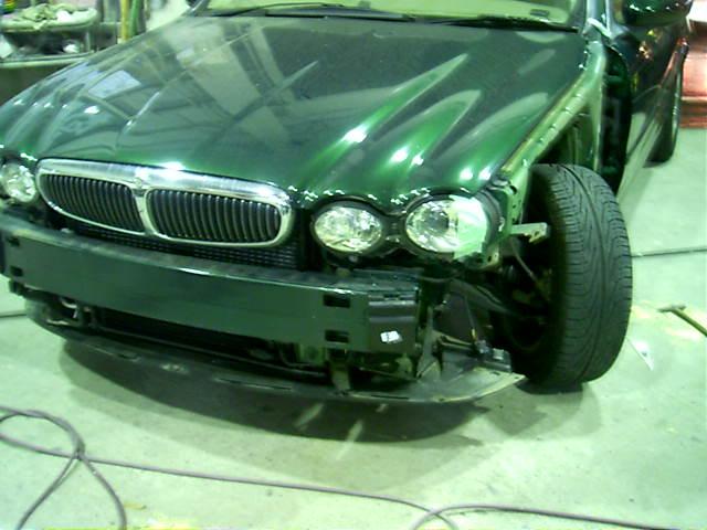 ジャガー X-TYPE フロントフェンダー交換フロントドア鈑金塗装修理!
