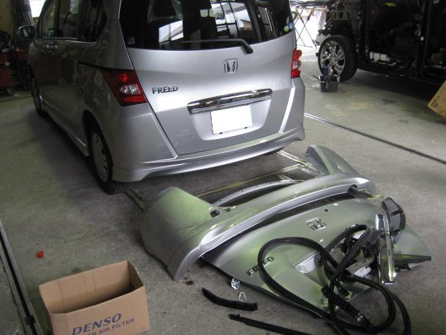 ホンダ フリード 後ろ周り事故修理フロアー交換リヤバンパー交換ゲート交換板金塗装修理