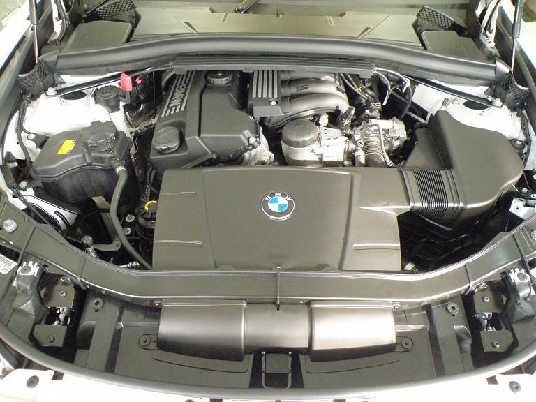 ガラスコーティング BMW X1 エンジン