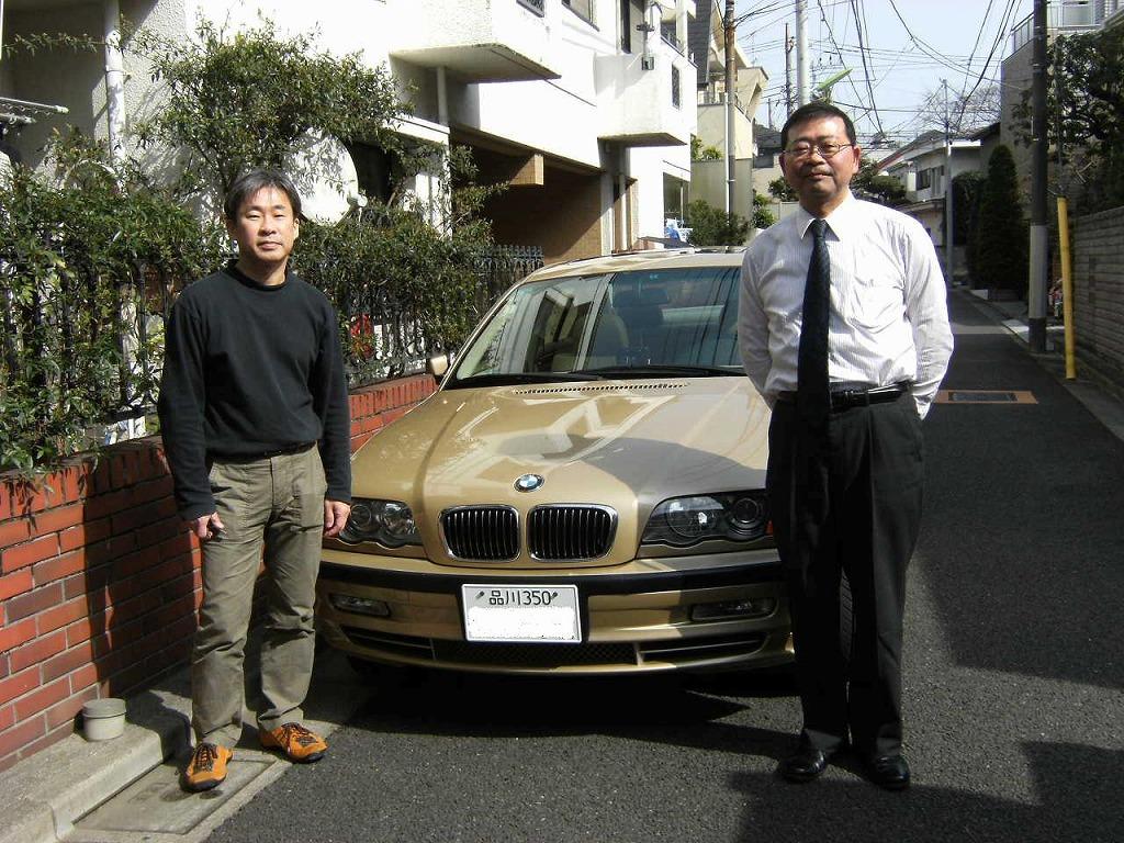 世田谷のSさんにBMW330を納車致しました。ゴールドの色が鮮やかです。今日の丸大に載っています。