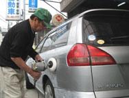 撥水加工も抜群でお車のお手入れも簡単になります。コーティングなど、カーケアのこともお任せください。