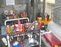 工具のほんの一部分ですが、様々な工具を使って整備します。