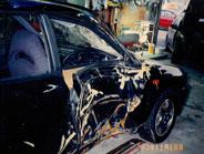 運転席側のドアが破損していました。