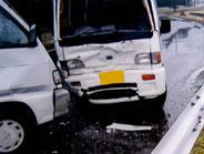 軽トラックの事故現場へ事故車両引取