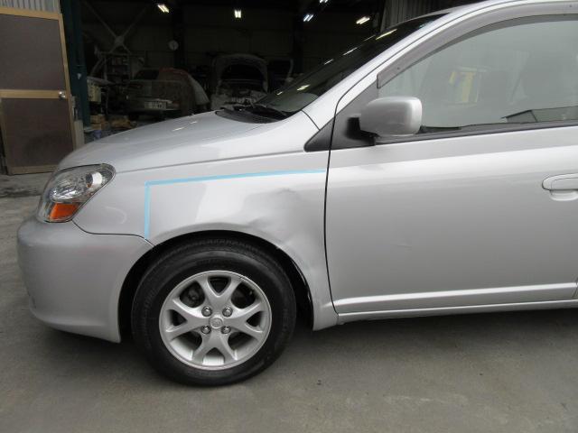トヨタ プラッツ 板金塗装修理事例