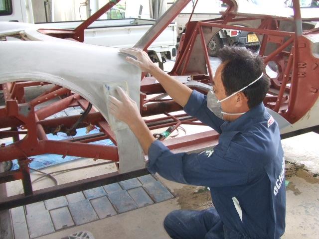ボデ—面出しと内部フレームの下塗り