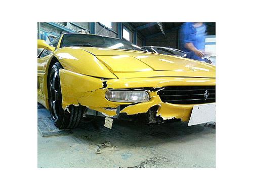 川崎市のフェラーリ 前バンパー事故修理