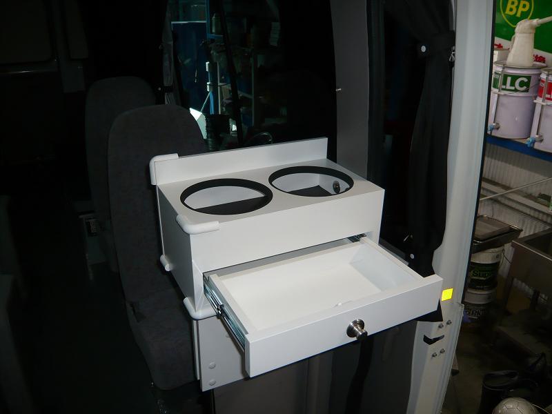 引き出し付きポット台!<br /> 引き出しはレール付きで、奥まで使える様にしました。<br /> 砂糖・ミルク・マドラーなどを、収納できます!<br />