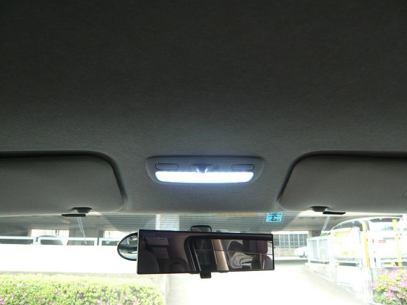 交換後<br /> LEDのマップランプがこちら<br /> 純正に比べてとても明るくなりました。