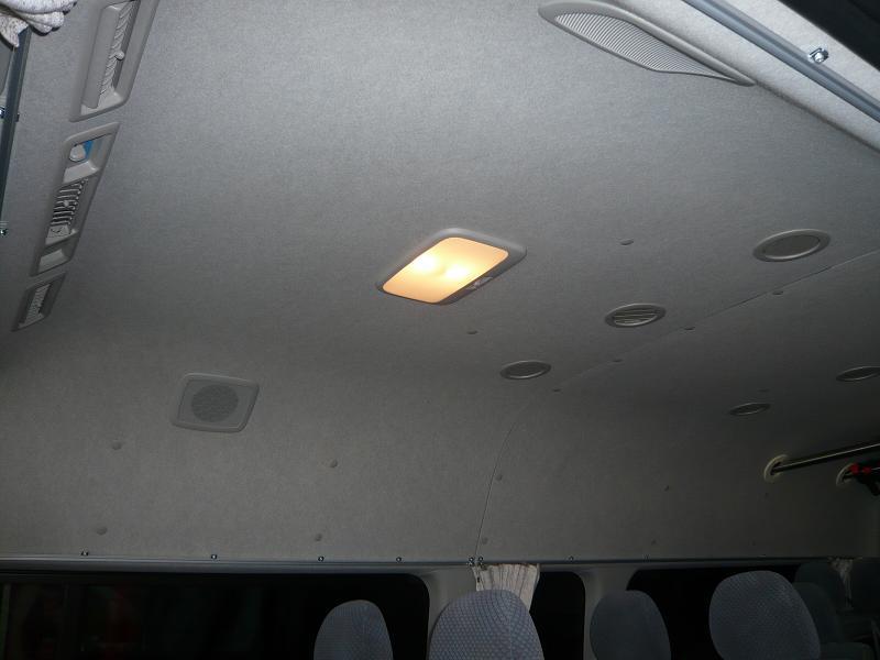 交換前<br /> 純正の室内灯です。<br /> ちょっと暗いと言う事で、LEDに交換しました。