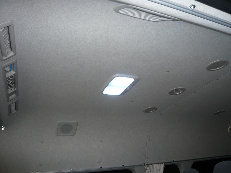 交換後<br /> LEDの室内灯です。<br /> 純正に比べてとても明るくなりました。