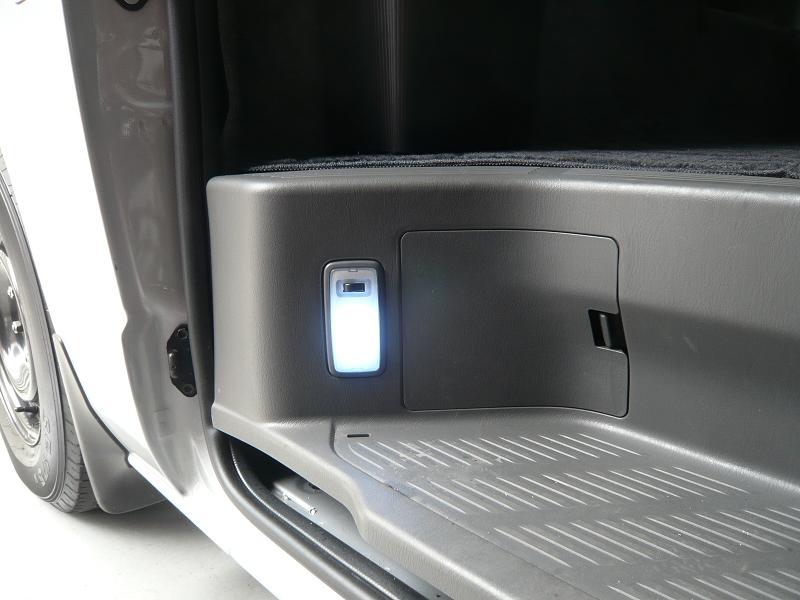 交換後<br /> LEDのスッテップランプです。<br /> 純正に比べてとても明るくなりました。