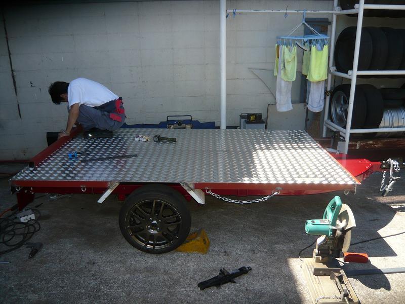 荷台は、縞板を張り今風に仕上げます。