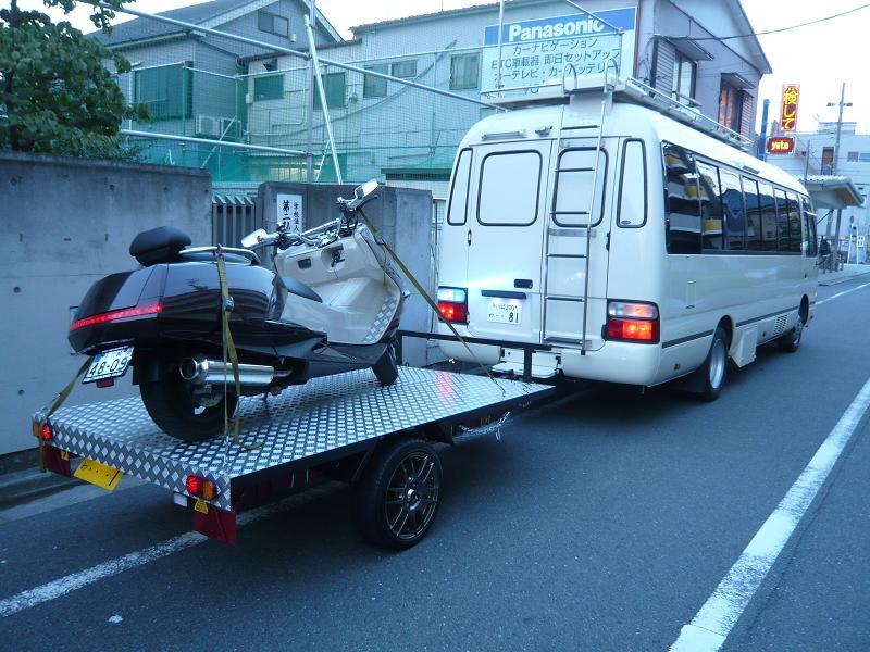 マイクロバスに連結して、オートバイや四輪バギーなど幅広く使用できる用になりました。