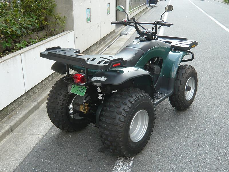 けん引車は、小型特殊自動車(四輪バギー)