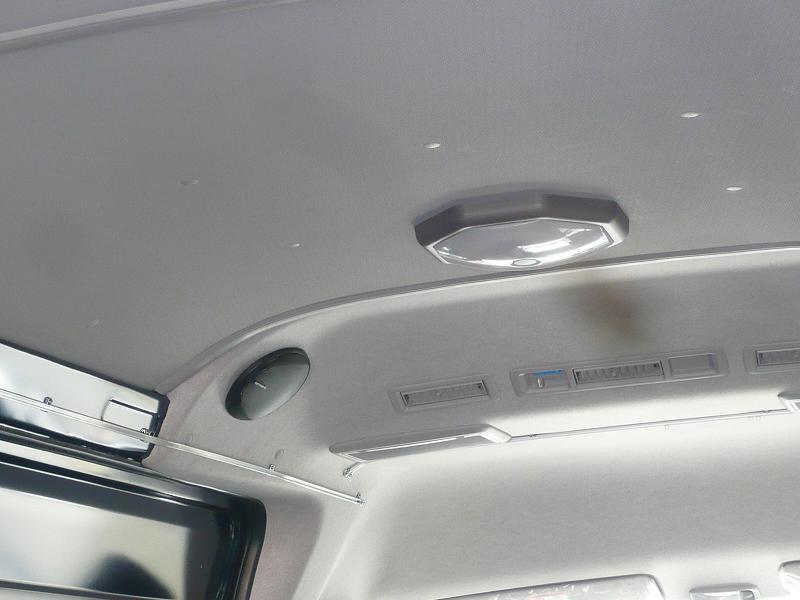 トヨタ純正蛍光灯ユニット!<br /> 電球色と蛍光灯の切り替え付きで走行中やメイク中など、用途によって使う事が出来ます。