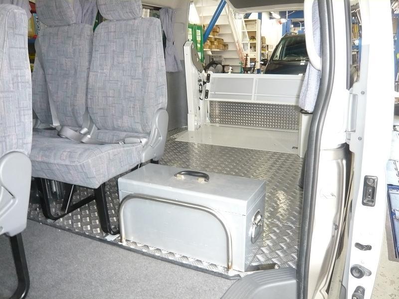 お客さんの乗車する所はグランドキャビンで、荷台は掃除のしやすい縞板仕上げ!