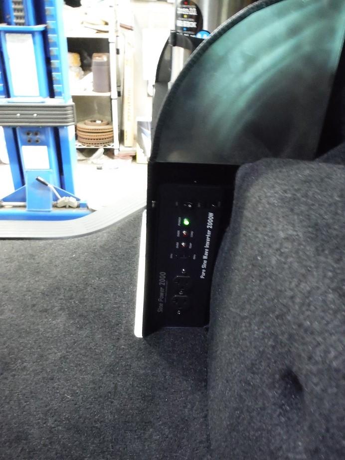 2000wまで使用可能なインバーターが搭載されています。これによりドライヤーなどを利用できます。