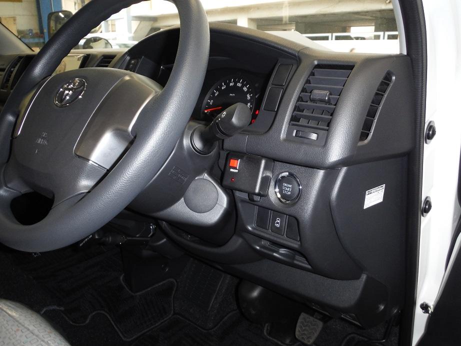 運転席でインバーターのON・OFFができるリモコン付き