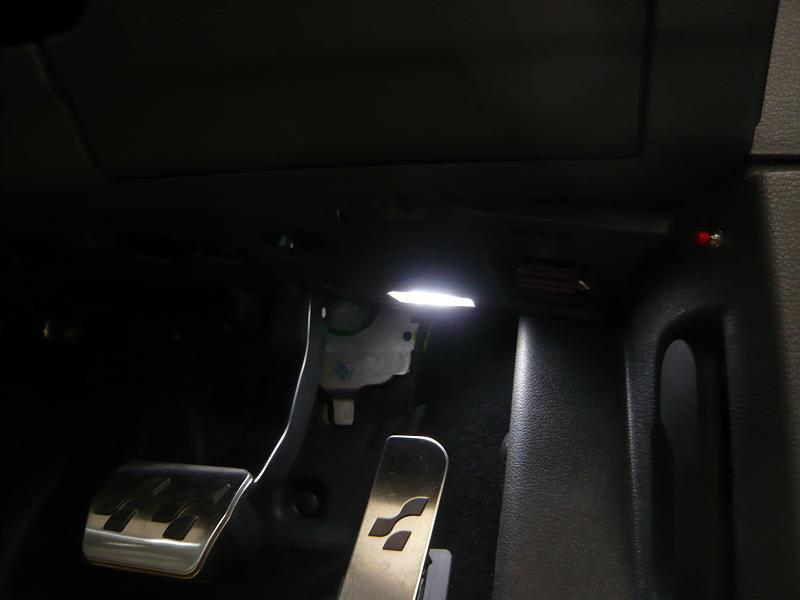 �B<br /> フットランプLED取付<br /> ゴルフ�Xは、抵抗を入れないと取り付けても光りません。<br /> 取付するスタッフも結構苦労して取付ますよ。<br /> 商品代  LED+玉切れ警告キャンセラー ¥3,885−<br /> 取付工賃 フットランプ一箇所 ¥4,200-<br /> フットランプ一箇所商品代+工賃合計合計 ¥8,085-