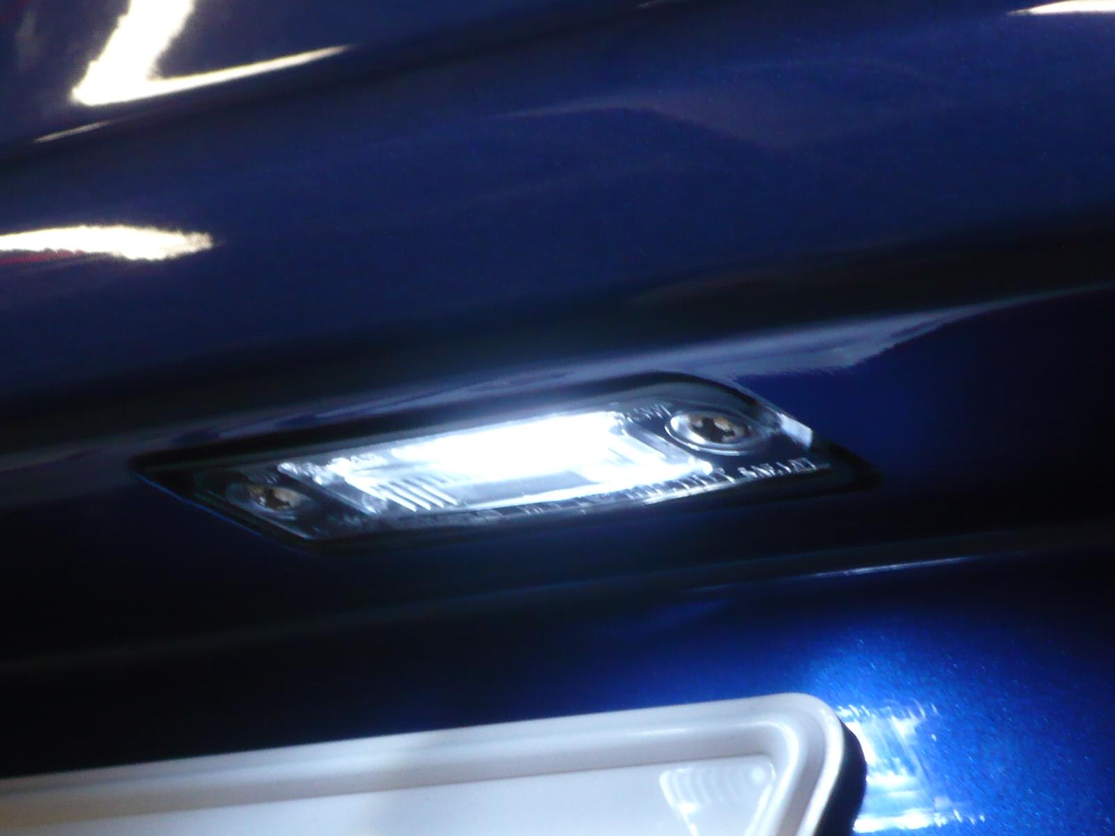ナンバー灯もLEDに変えました!<br /> 商品代  LED+玉切れ警告キャンセラー ¥12,600−<br /> 取付工賃 バンパー脱着を含む ¥21,000-<br /> リアナンバー灯 商品代+工賃合計合計 ¥33,600-<br />