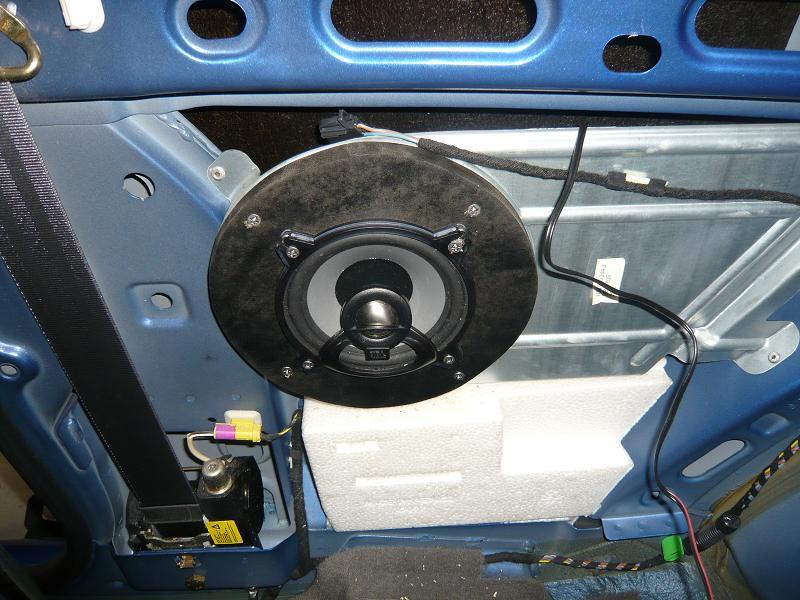 リアスピカーは、コアキシャル2ウェイスーピーカーを取付!<br /> リアスピカーは、バッフルを作成し取り付け
