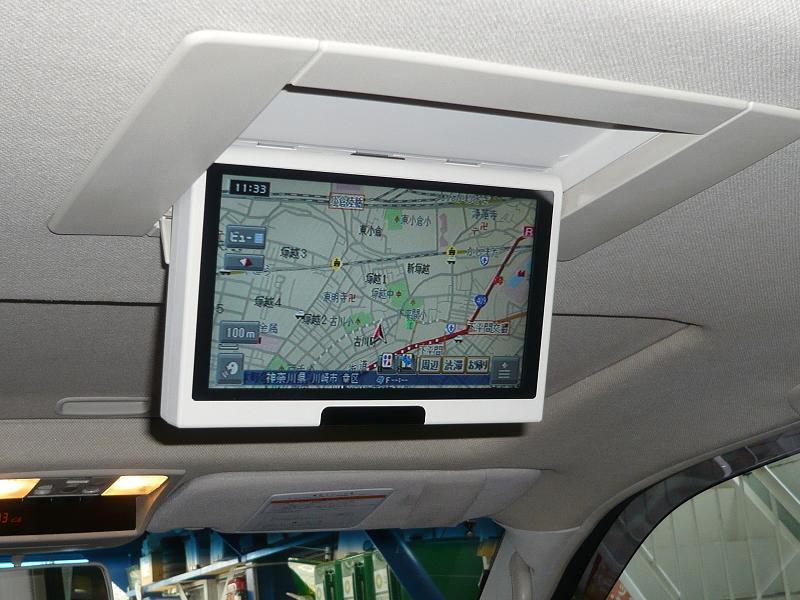 カロッツェリア AVIC-HRV200を取付ました。<br /> <br /> 後部座席でカロッツェリアのナビを操作できます!