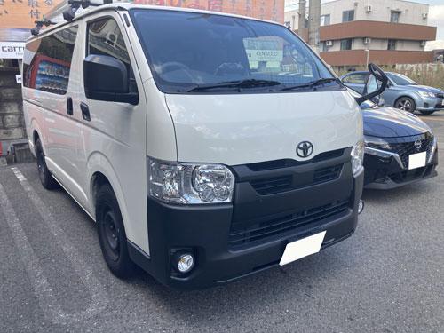 トヨタ、ハイエースにパナソニック、CN-F1X10LDを販売取付しました。